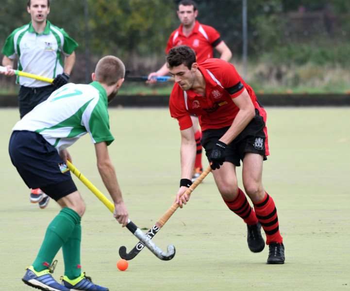 Wisbech Town v Waltham Forest Hockey Action