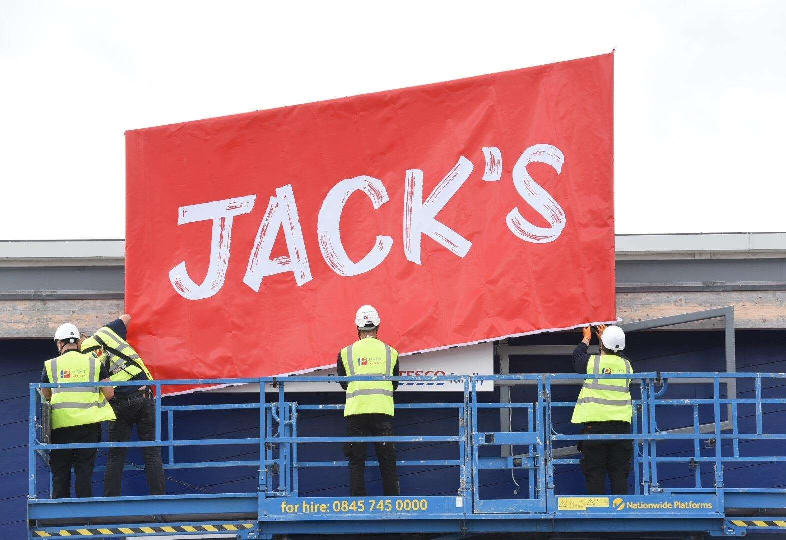 Supermarket giant unveils new discount brand at Chatteris site