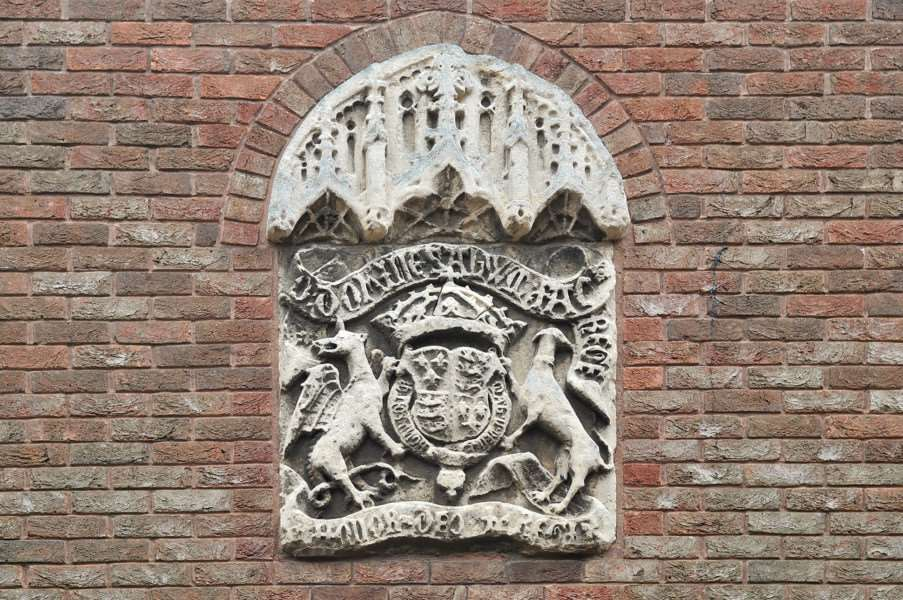 The crest above the entrance to King's Lynn Court in College Lane. ENGANL00120120910144054