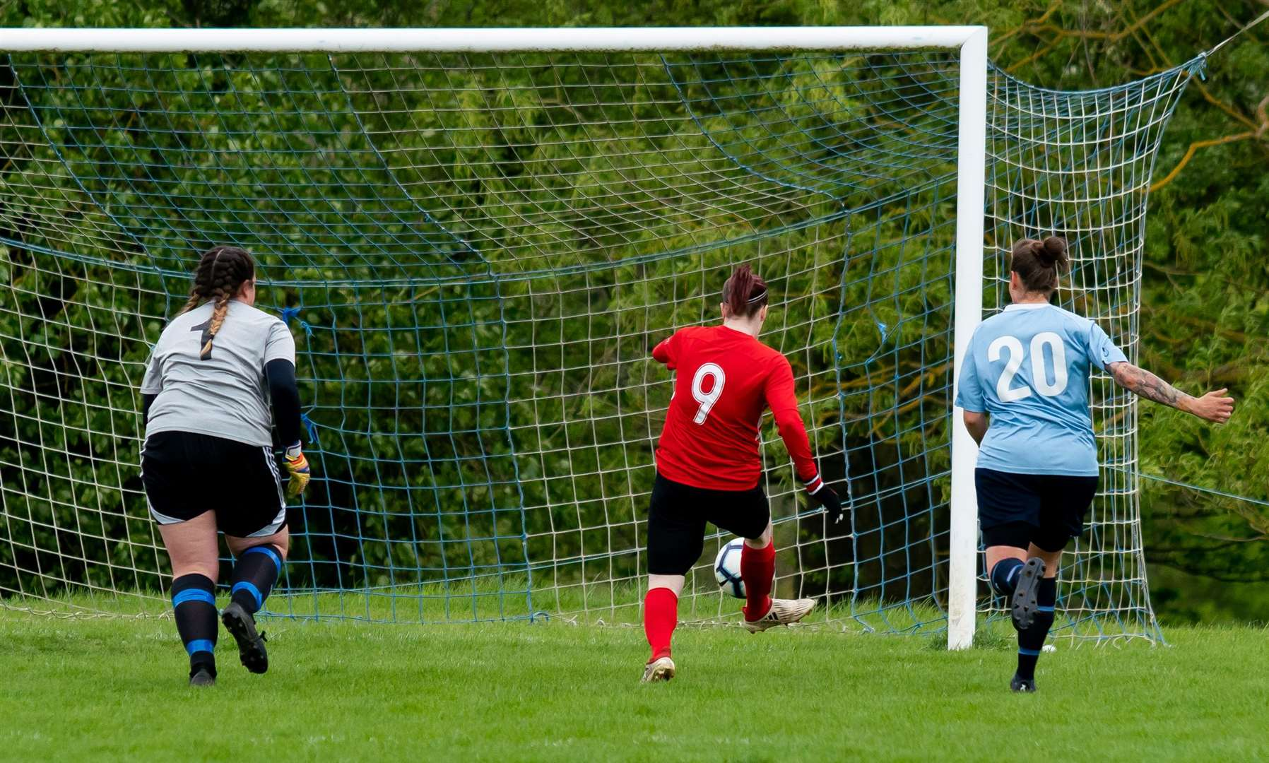 Sophie Swinden slots home the opening goal 4.19 (9384252)