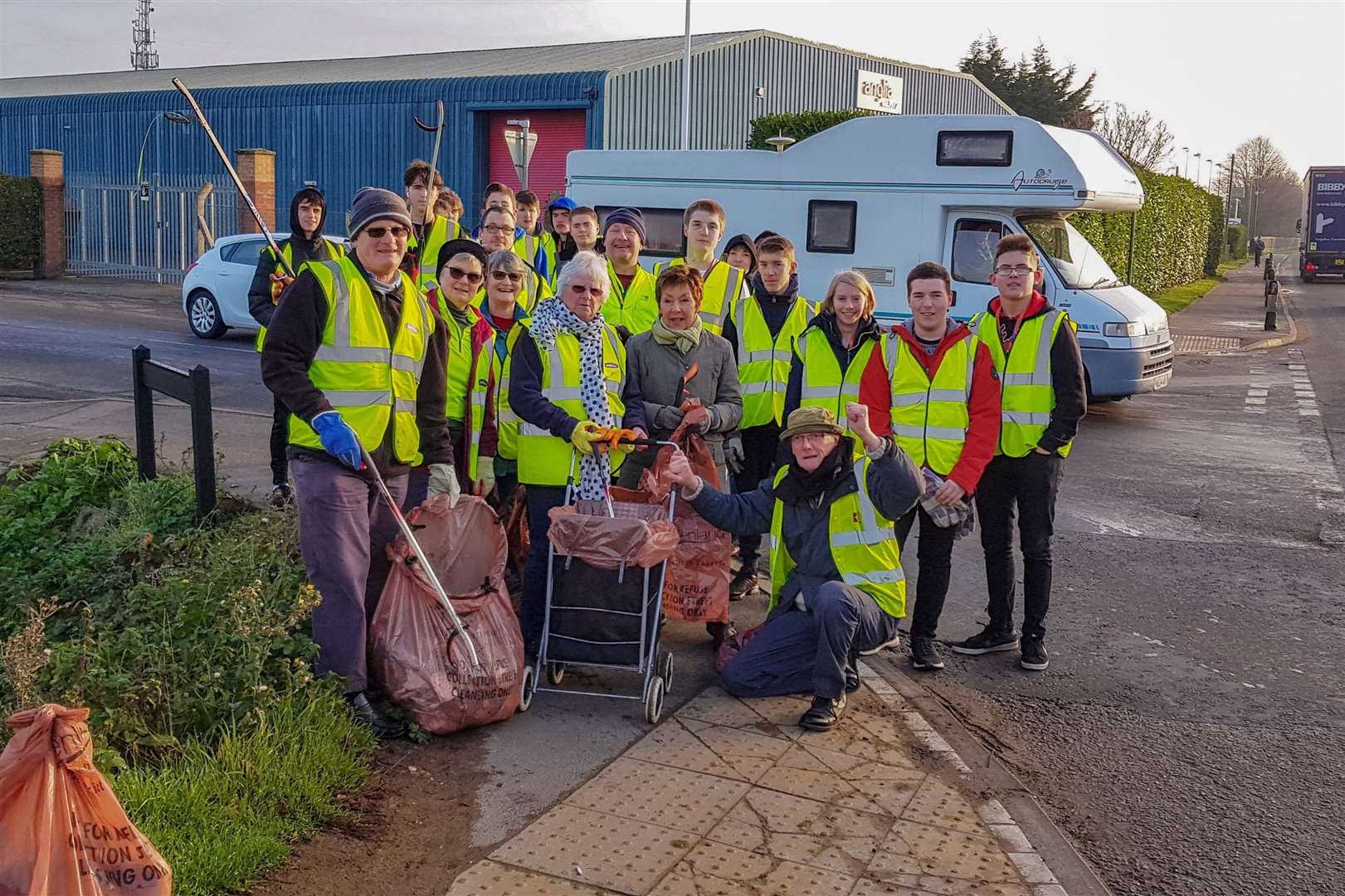 College of West Anglia students join Fenland's litter heroes. (6160132)