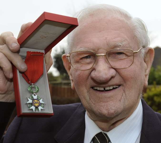 D-Day Veteran Jack Wilkinson from Sutton Bridge with his medal from France ANL-160218-085110009