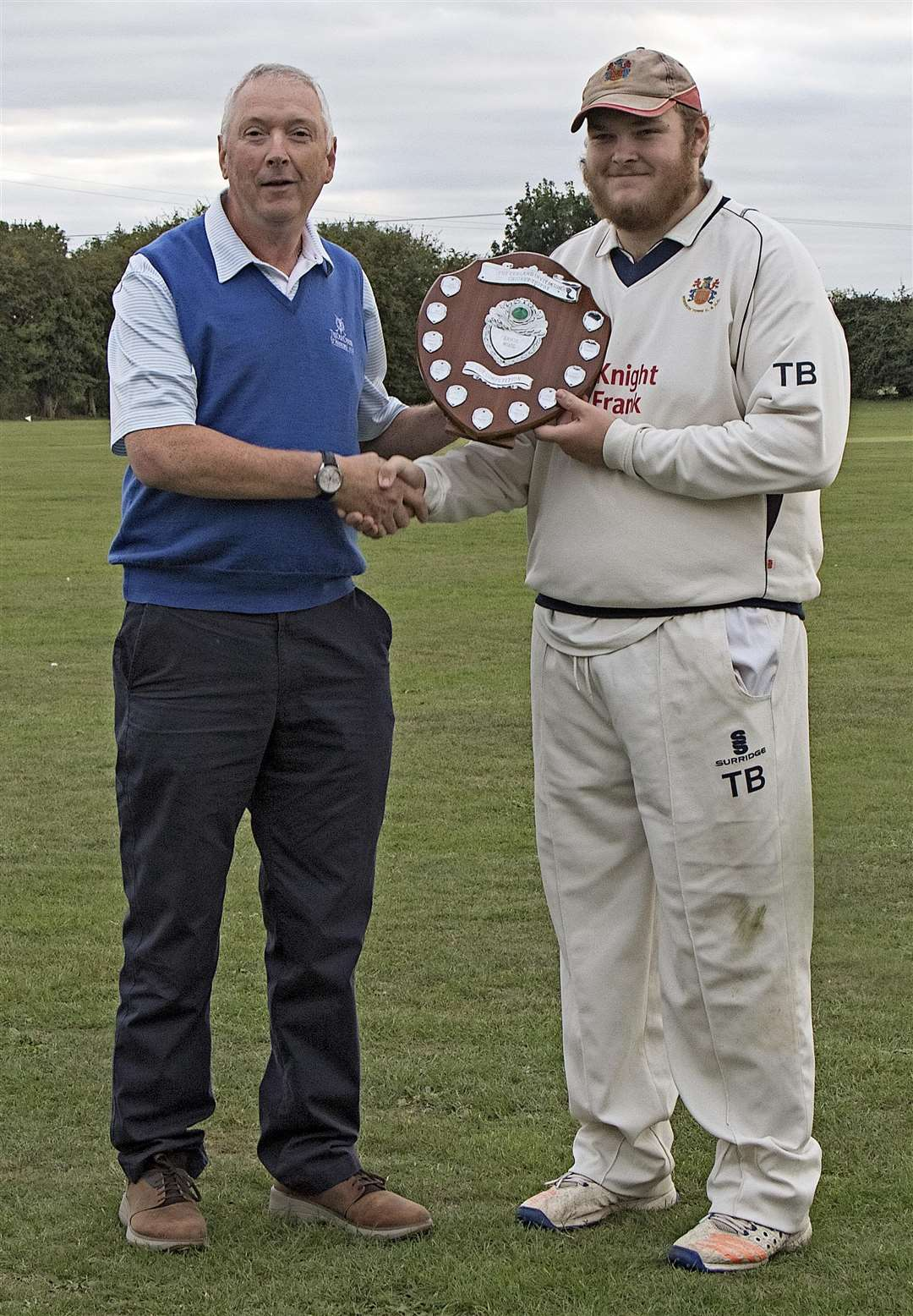 Pat Ringham presents Wisbech skipper Tom Buck with the winning shield. (4348884)