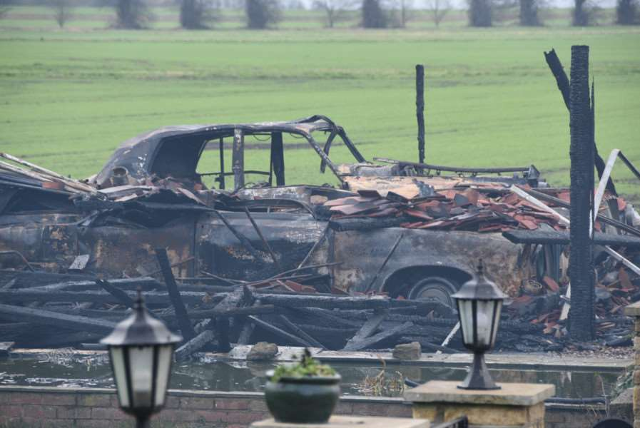 Farm house and garage fire near A47 at Thorney - Classic Wedding Cars EMN-160902-192438009