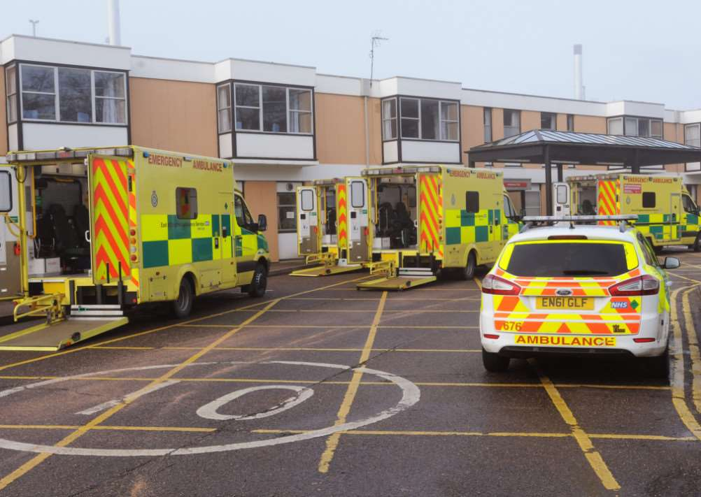 QEH Accident and Emergency Dept and Vehicles outside the entrance on Sunday 4th Jan 2015 ANL-150501-075111009 ANL-150501-075111009