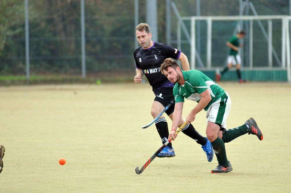 Peele Leisure Centre - men's hockey action Long Sutton v Pelicans (18865975)