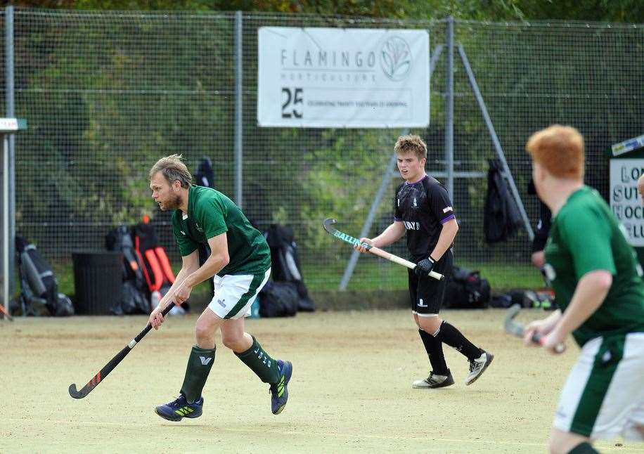 Peele Leisure Centre - men's hockey action Long Sutton v Pelicans (18866045)