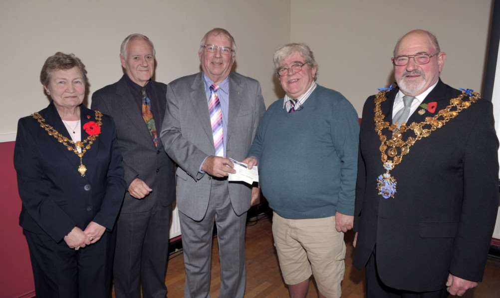 Presentation of ?4,600 cheque to the institute directors 'left to right Jane Hill, Ray Wicks, John Groom, John Smith and Michael Hill ''Contact John Smith 01945 588502 ANL-141117-084550009
