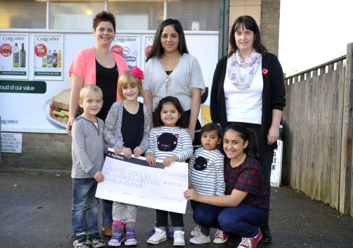 Cheque presentation �189.05 to Beaupre Under 5s Centre from Costcutters ANL-140211-093826009