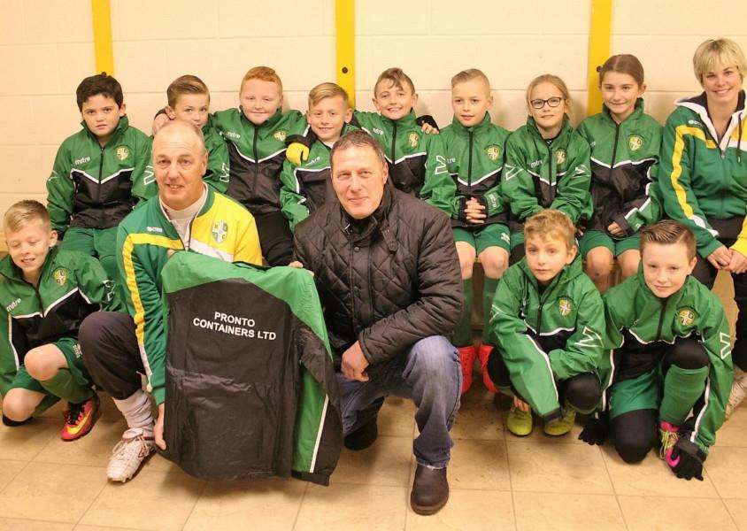 Hungate Rovers U10s would like to say a massive thank- you to Dave Loates of Pronto Containers Ltd for the sponsored rain jackets they received on Saturday.