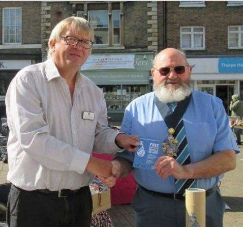 Wisbech Mayor Mike Hill accepts the first #Refill Revolution sticker from Nick Meekins. (17311416)