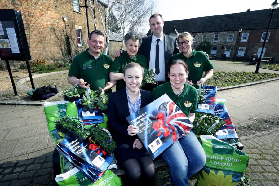 � Tim George/ UNP 0845 600 7737''McCann Aldi Chatteris ' Product Donation ' Thursday 17th March'' Back (L to R) : Carl Harrison (Chatteris-in-bloom), Gloria Prior (CIB), Sam Carolan (Aldi Area Mgr) and Lesley Day (Cib.) Front : Morgan Ott (Aldi Area Mgr) and Tina Prior (V.Chair, Chatteris-in-Bloom.)
