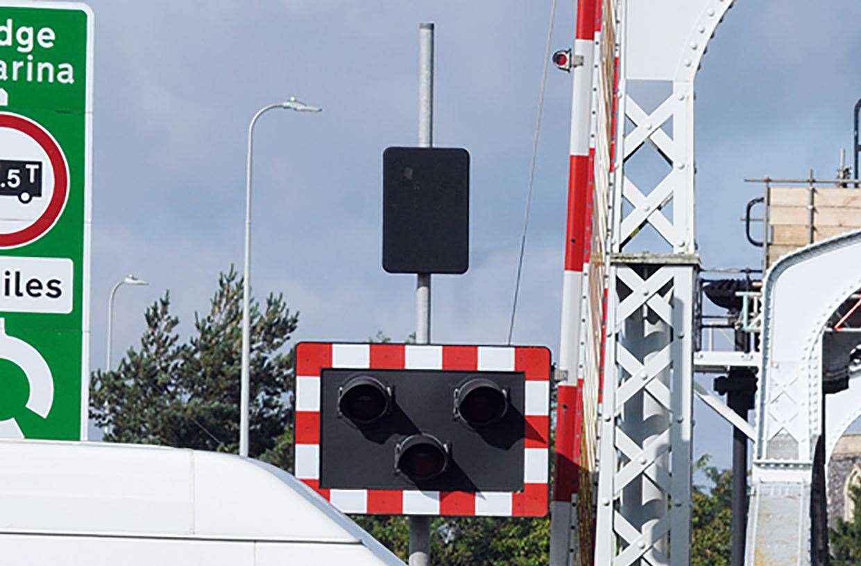 The bridge was controlled by three-way traffic lights for the roadworks
