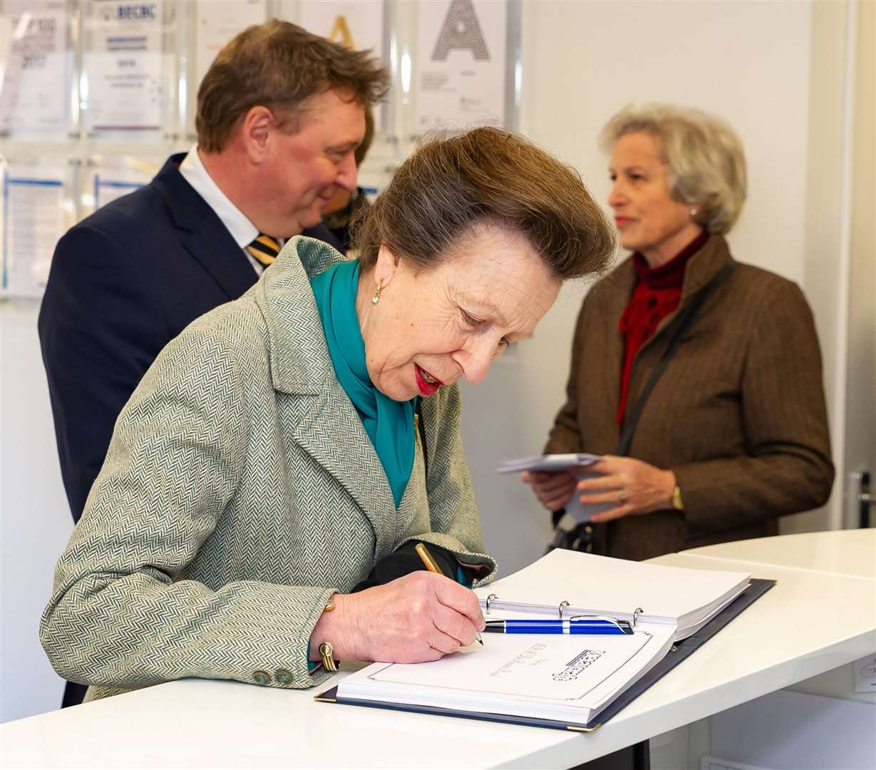 Princess Anne signs the visitors' book. (8155785)