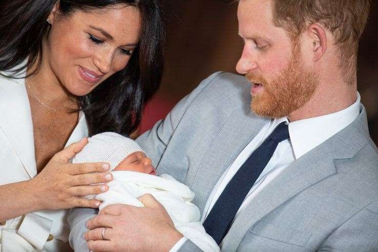 Prince Harry and his wife Meghan show off their new son Archie Harrison. (9946356)