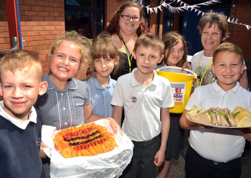 Long Sutton Primary School hosts a community afternoon with tea and cake 'served by pupils and Grace Booth, Jennifer Chapman and May Richer. Photos (TIM WILSON): SG160617-108TW.