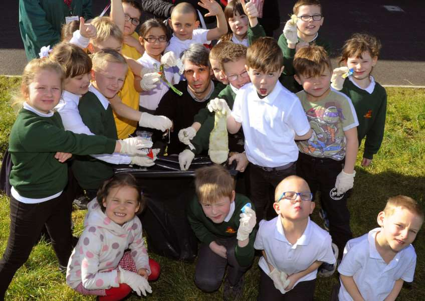 Clean for the Queen at Orchards Primary School Wisbech, pupils from Year 2 Hazel Class, with Teacher Daniel Martins (centre), collocting rubbish. ANL-160403-160443009