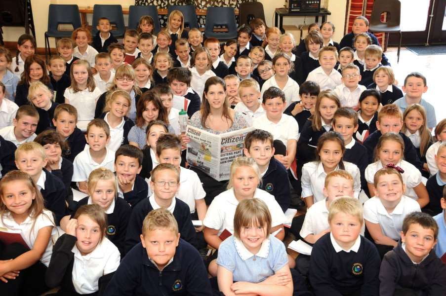 Emma Mason with pupils at Kingsfield Primary School, Chatteris ENGANL00120110510180134
