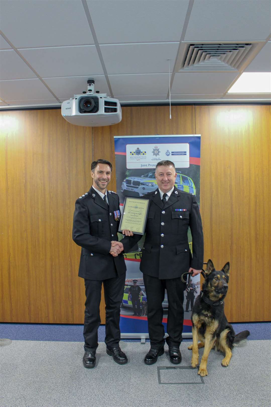 Chief Inspector Robin Sissons (left) awarding the certificate to PC Paul Huggett and police dog Darth (6158642)