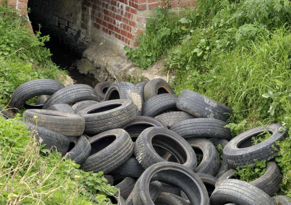 Dumped Tyres at Barkers Lane in March ANL-151204-174943009