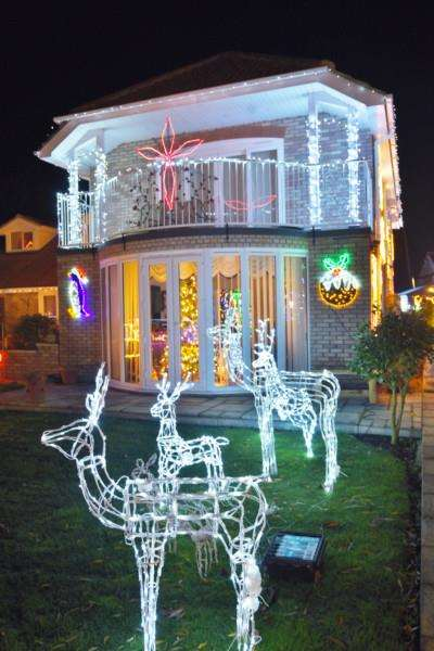 Christmas lights at Duncombes Road, Turves EMN-161129-193017009