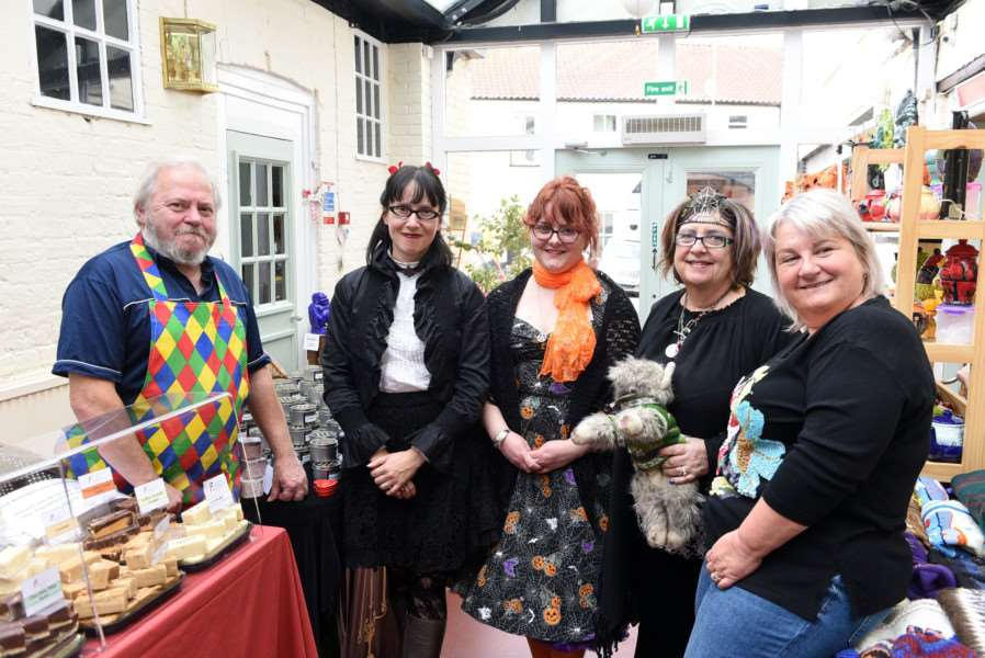Rose and Crown Wisbech Halloween Witches Festival''Les Green, Emily Bird, Victoria Bunting, Lyn Hill and Pia Scheggia