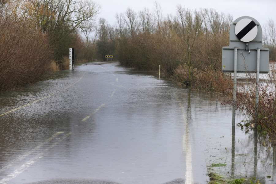 Hign Water Levels have closed the A1101 at Welney Village ANL-160115-084311009